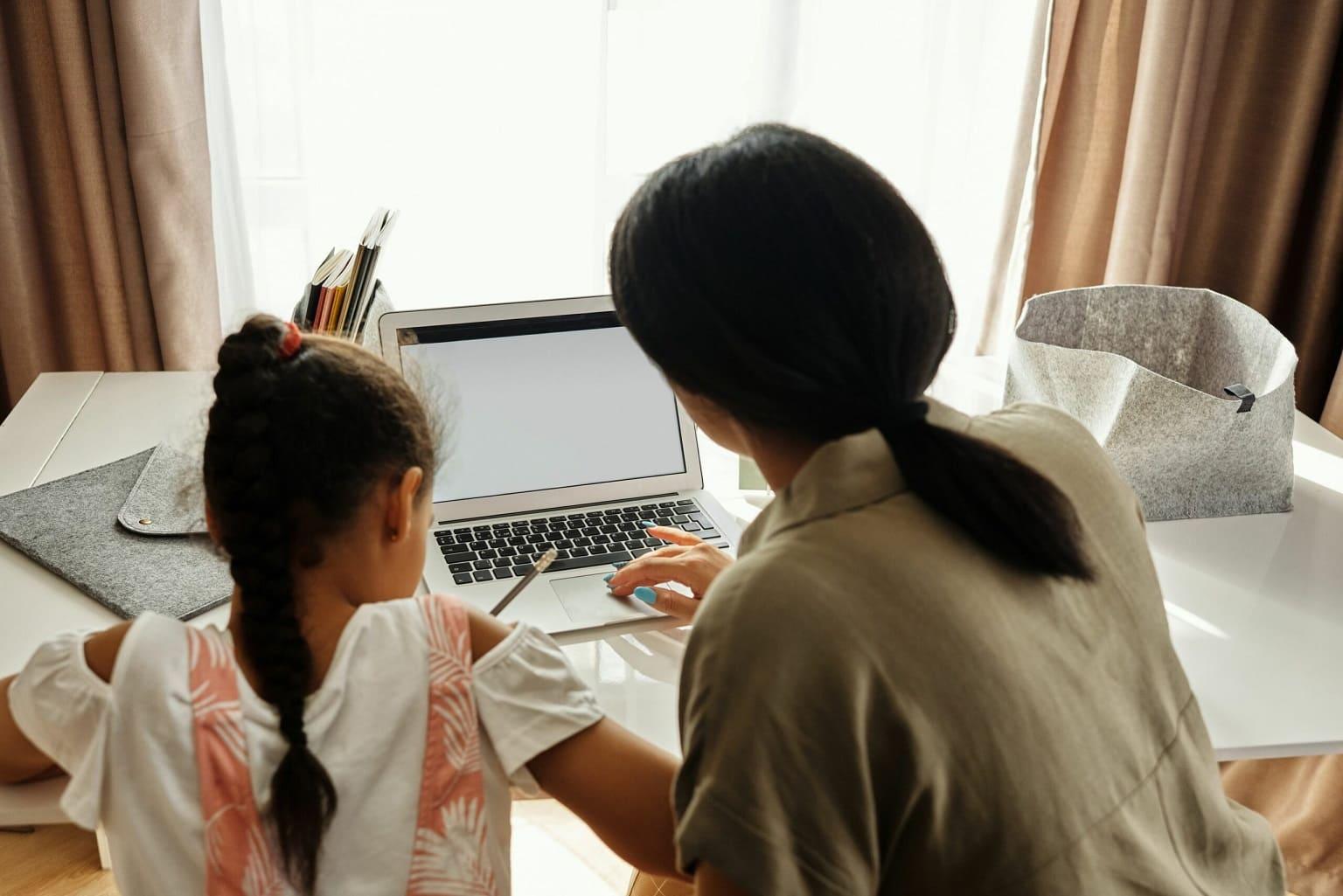 親子使用網路課程平台學習