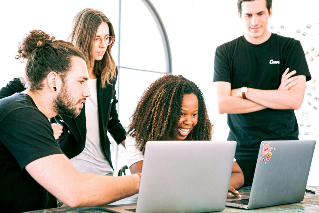 提升職場競爭力!三大功能,打造線上企業教育訓練系統!